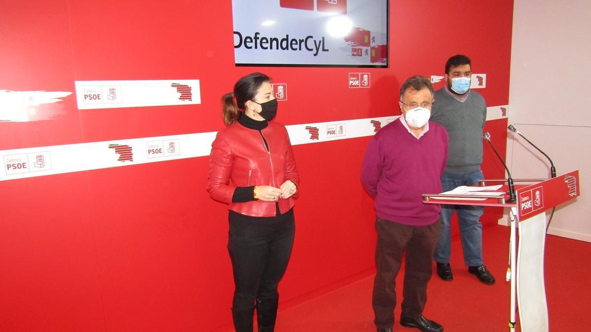 Los Procuradores del PSOE de Zamora Ana Sánchez, José Ignacio Martín Benito y Carlos Fernández Herrera.
