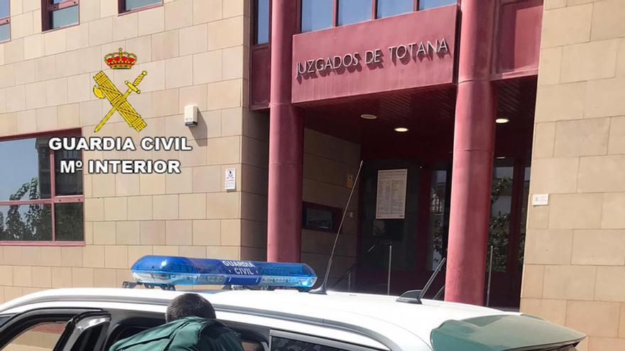 Tres detenidos por una decena de robos con violencia en Totana