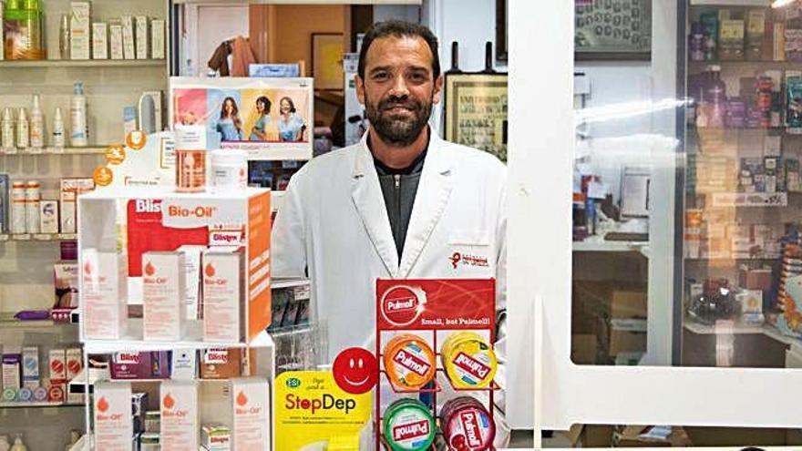 Josep Ma. Poch, farmacèutic: «venem més productes naturals per dormir»