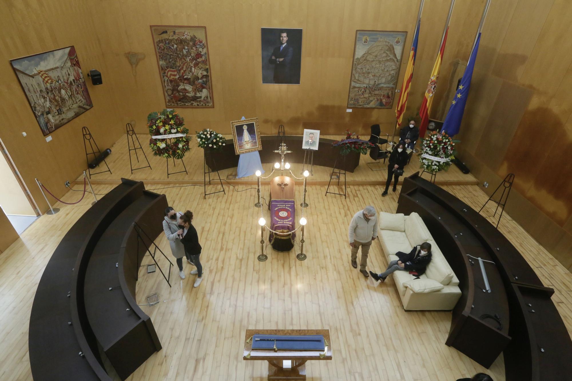 Apertura de la capilla ardiente de Agustín Navarro
