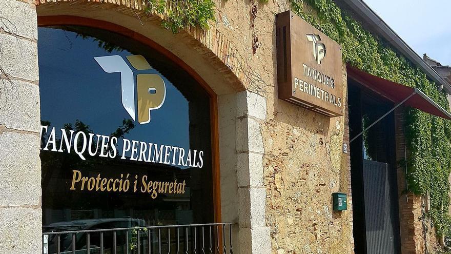 Tanques Perimetrals de Figueres necessita un instal·lador de  tancaments d'exterior i portals