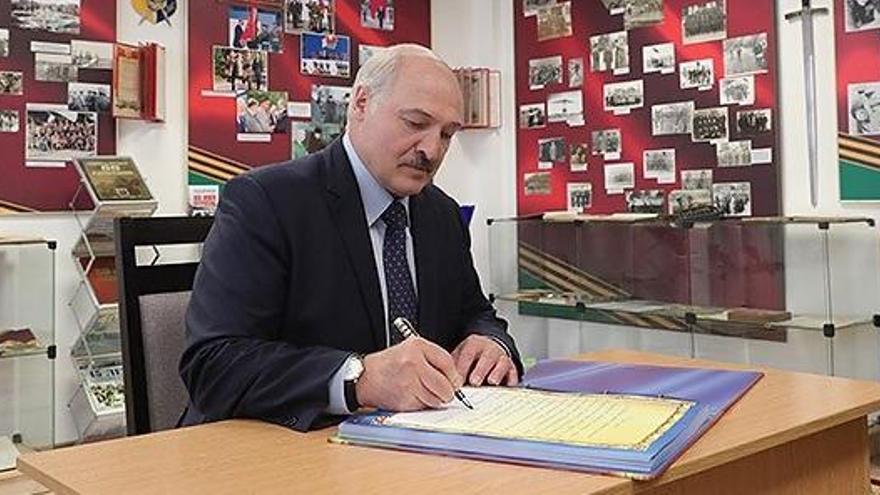 """La UE, """"preparada"""" para sancionar a Lukashenko por la crisis en Bielorrusia"""
