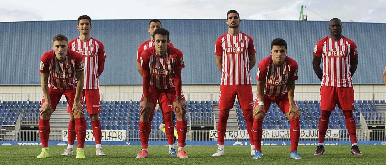 Los jugadores del Sporting posan antes del encuentro del domingo en Fuenlabrada.   LaLiga