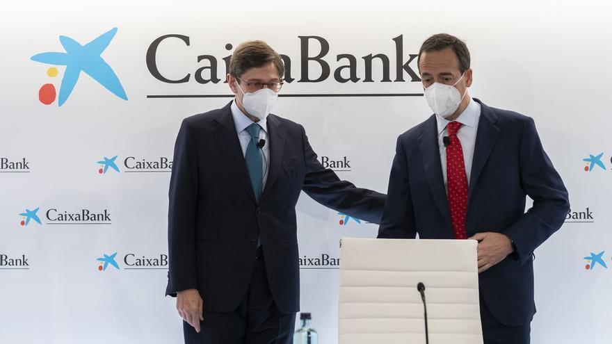 Los clientes de Bankia ya pueden sacar dinero de los cajeros de CaixaBank sin comisiones