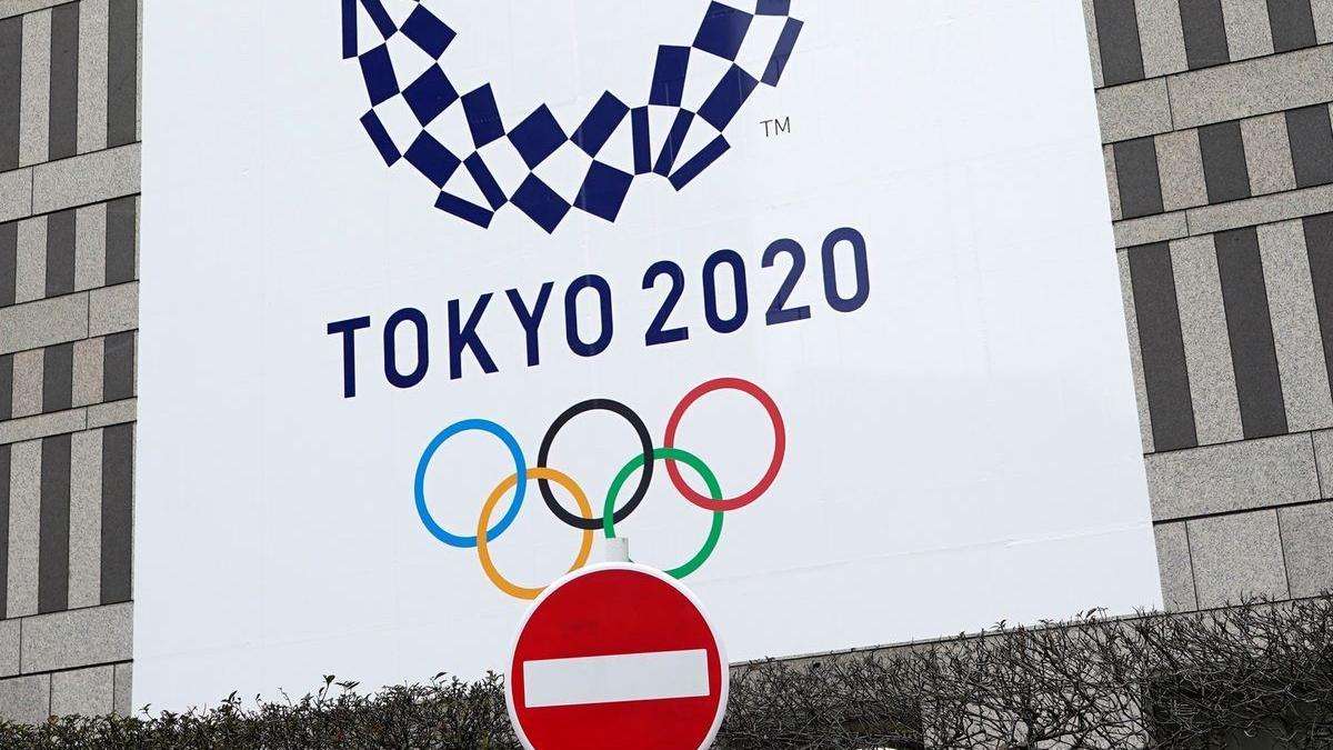 Un cartel de los Juegos, en un edificio oficial de Tokio.
