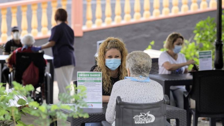 74 mayores de residencias han fallecido por Covid en Canarias