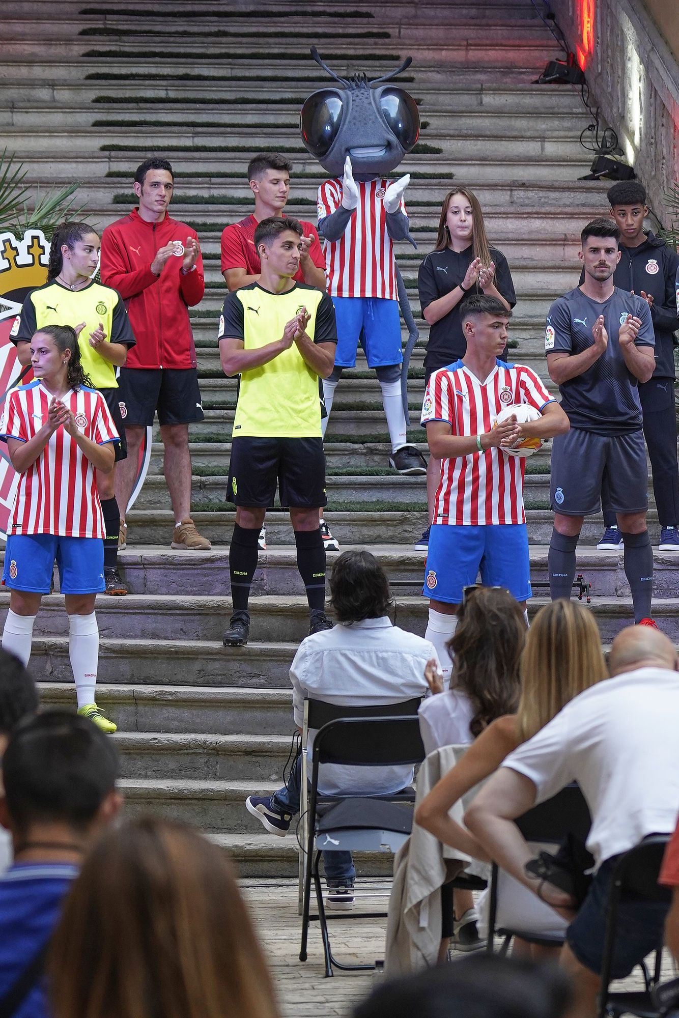 El Girona presenta les equipacions per la temporada 2021-22