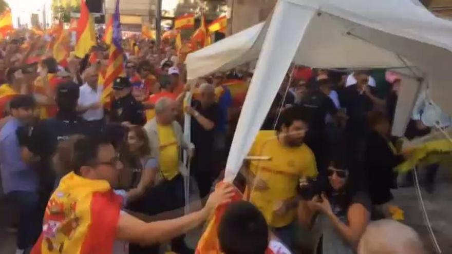 Una mujer agredida en un acto por la unidad de España