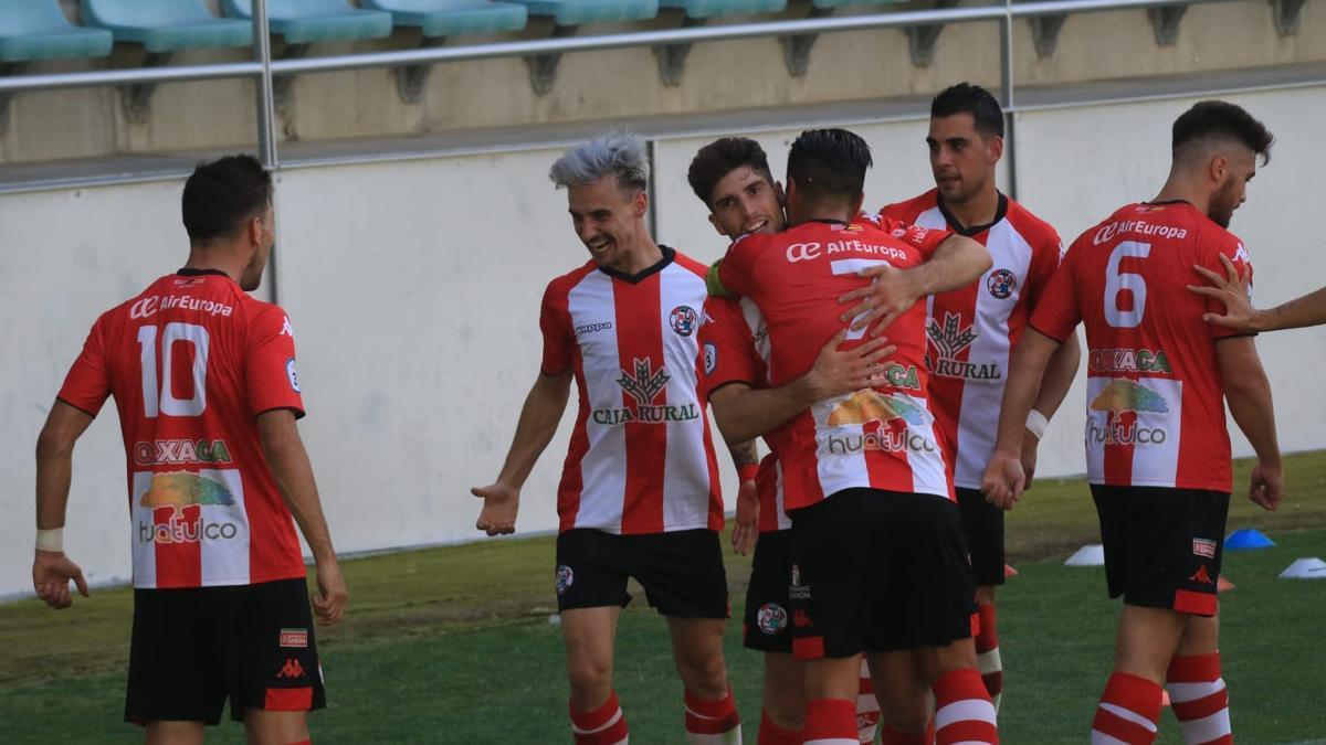 Celebración del gol de Valentín del Zamora CF ante la Segoviana.