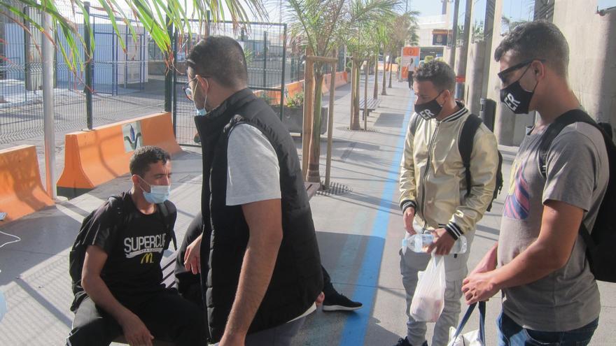 """La Delegación del Gobierno en Canarias dice que los inmigrantes se fueron a Tenerife """"por sus propios medios"""""""