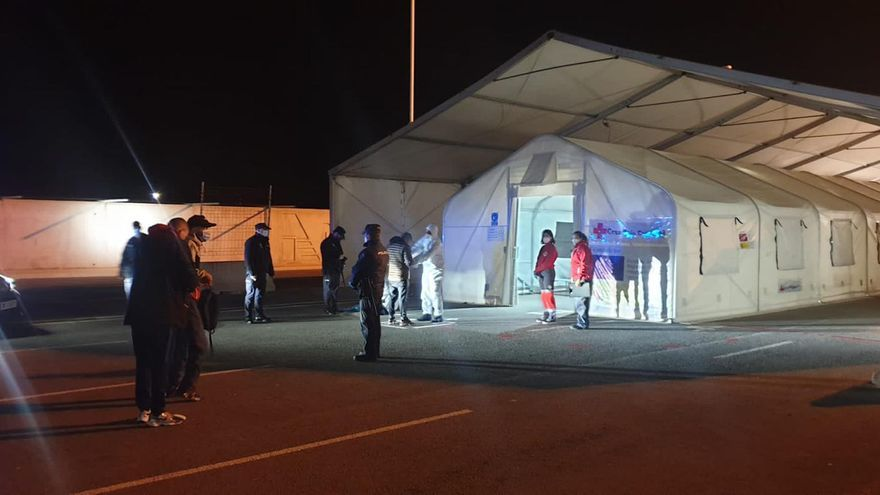 Mueren dos migrantes de una patera que llega a Alicante tras 6 días en el mar