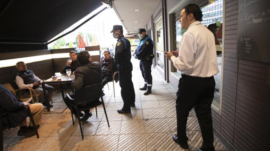 ¿Por qué el Tribunal Superior de Asturias rechaza abrir los bares, al contrario que en el País Vasco?