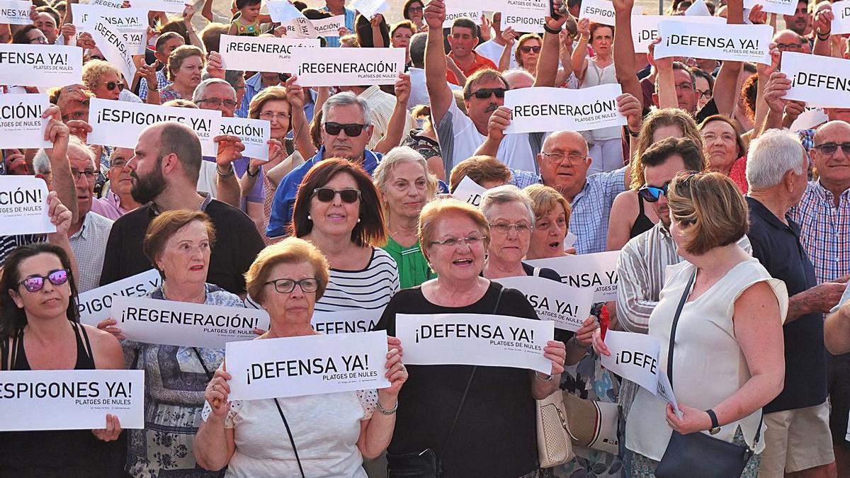 El municipio ya se unió hace dos veranos para plantar cara a Costas y exigir inversiones de manera urgente.   MIRA