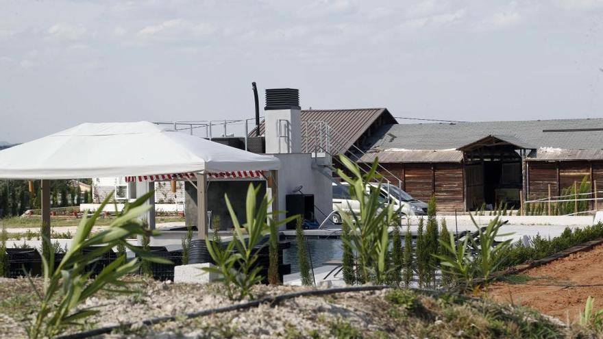 Así es la casa de Nacho Vidal donde se practicó el rito chamánico