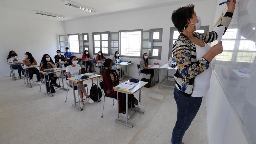 Cuatro nuevas aulas entran en cuarentena por positivos y otras cinco terminan