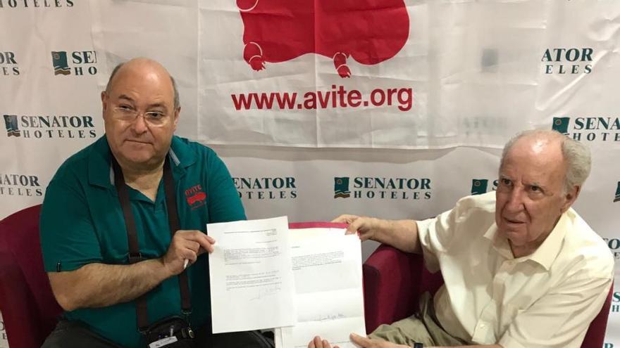 Gil Albors cedeix els drets de la seua obra sobre la talidomida als afectats