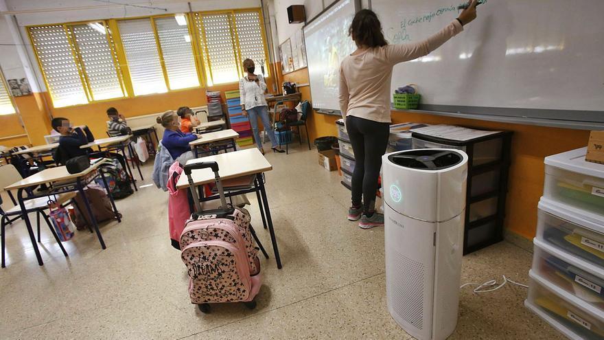 Los primeros purificadores llegan a los centros educativos pagados por los padres