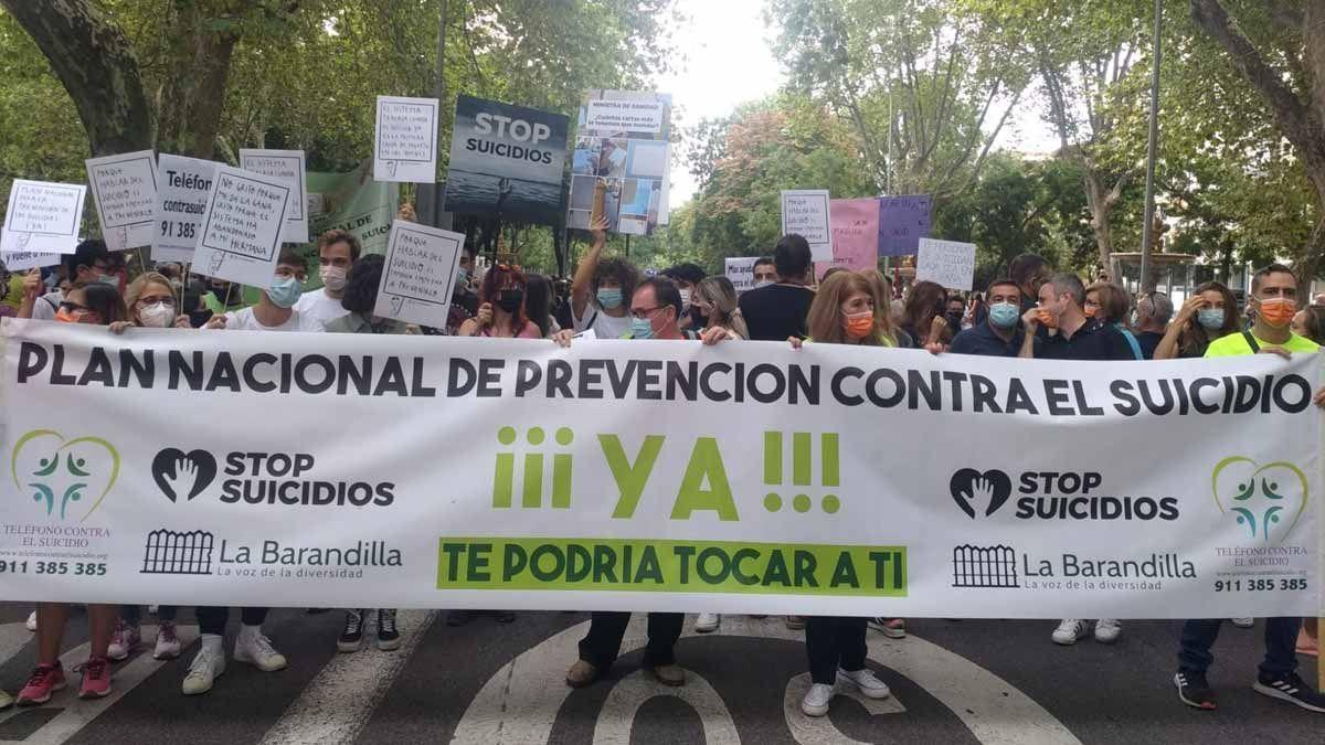 La primera manifestación contra el suicidio exige medidas urgentes.