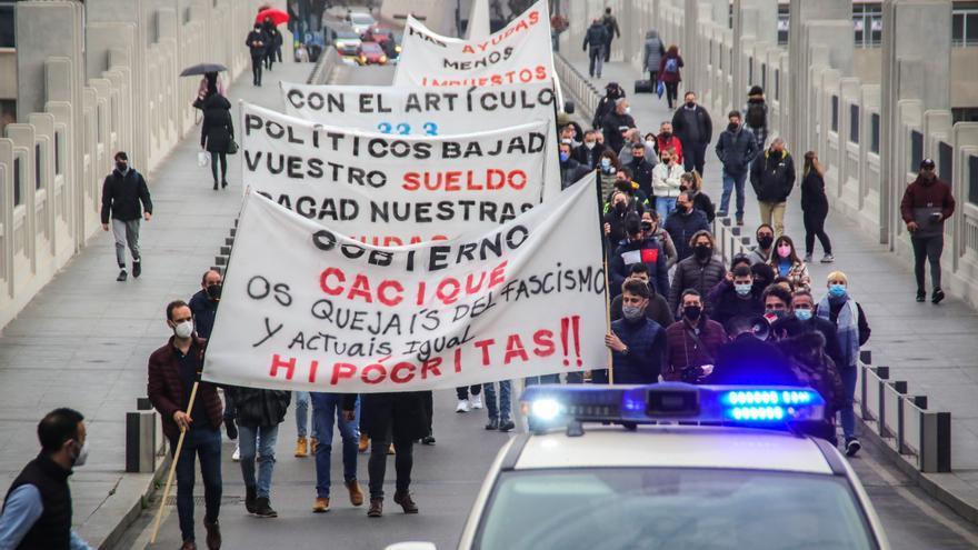 Un centenar de hosteleros y comerciantes piden en Alcoy ayudas contundentes para paliar las pérdidas por la pandemia