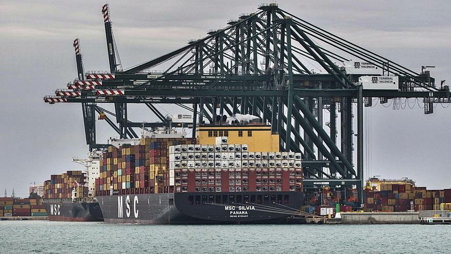 El superávit comercial valenciano se dispara más de un 50 % hasta octubre