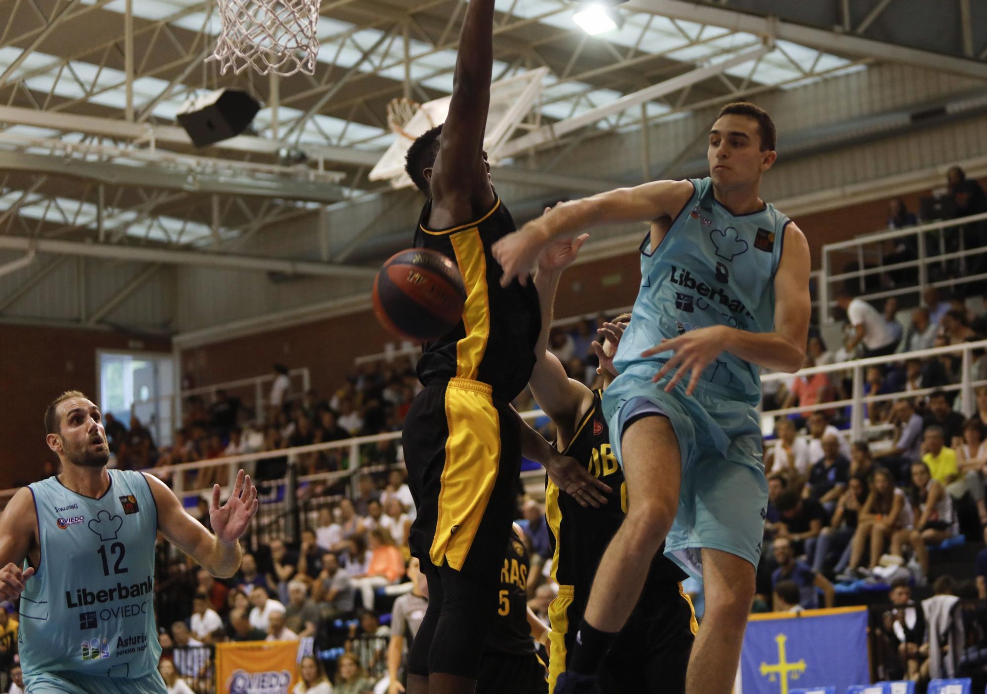 Oliver Arteaga con el Liberbank Oviedo Baloncesto