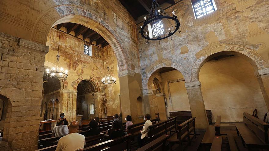 El Instituto de Patrimonio pide revestir Santullano antes de restaurar sus pinturas