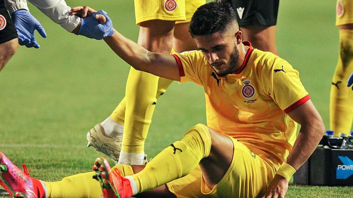 Yan Couto va haver de ser substituït a la segona meitat del partit de diumenge.