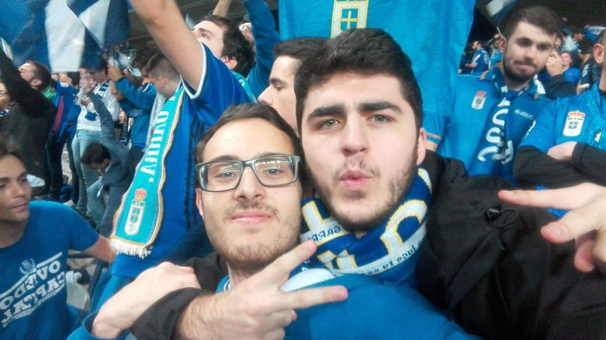 Froi, con su amigo Pepe Vallina en el Tartiere