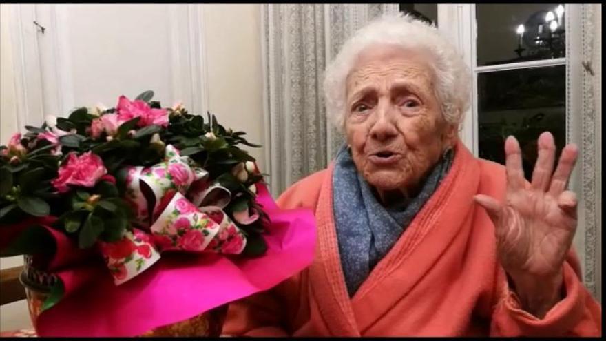 'La niña del gancho' cumple 102 años