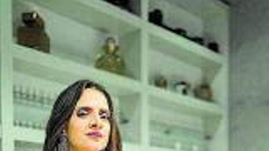 """A Macarena Gómez """"le crece  la nariz"""" por  un perfume"""