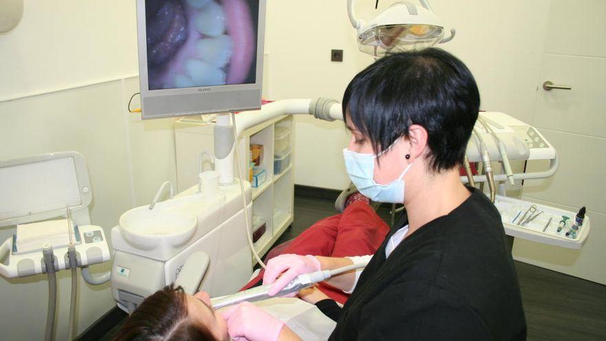 Ocho clínicas dentales de Zamora ofrecen una revisión gratis a los mayores de 65 años
