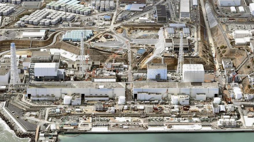 Japón se plantea verter al Pacífico el agua radioactiva de la central de Fukushima