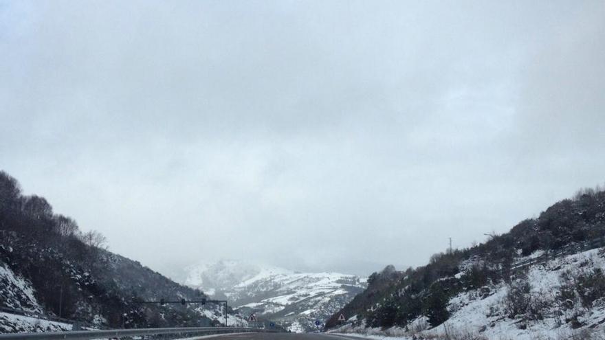 La nieve deja sin colegio a más de 300 estudiantes en Lugo