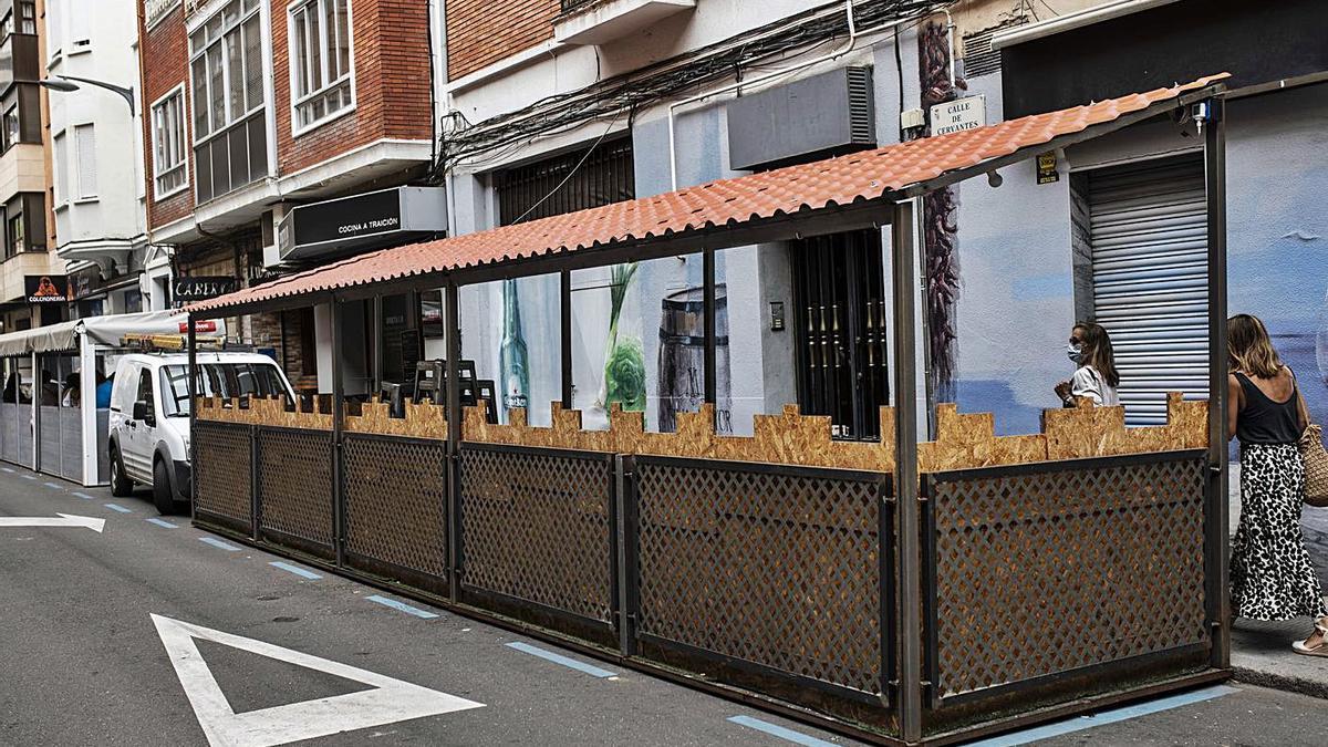 Terraza instalada en plazas de zona azul en una imagen de archivo.