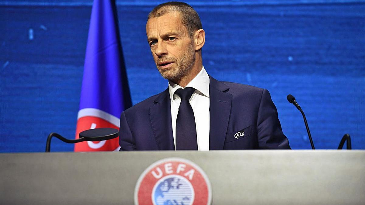 El presidente de la UEFA Aleksander Ceferin durante una intervención en un congreso Montreux.    // EFE