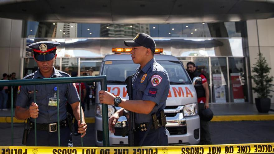 Liberan a los 30 rehenes del asalto en Manila