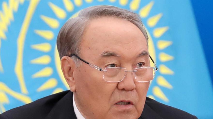 Dimite por sorpresa el presidente de Kazajistán desde 1991