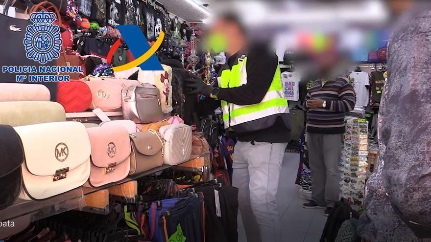 Comissen més de 17.400 productes falsificats en 16 basars de Lloret valorats en més de 850.000 euros
