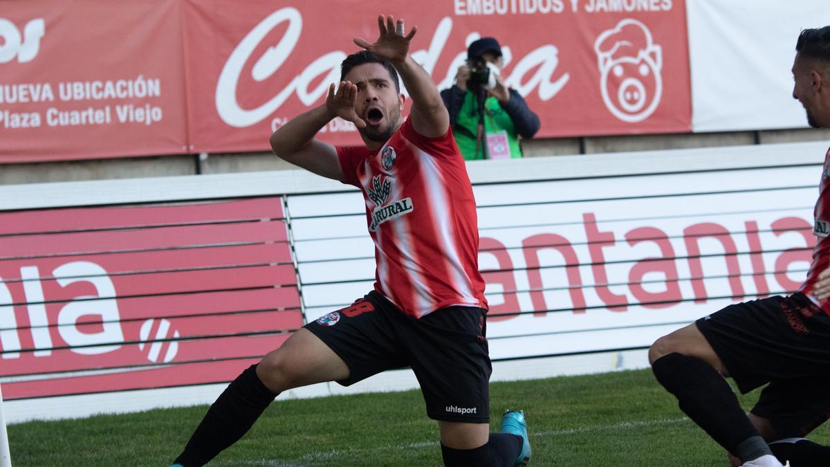 Adri Herrera, celebrando un gol con el Zamora.
