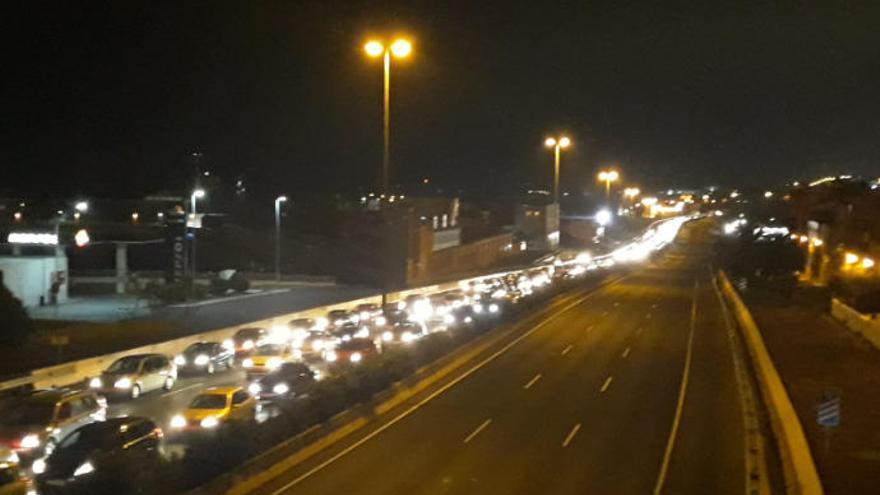 El cierre de la autovía del Sur por obras en Telde genera retenciones kilométricas