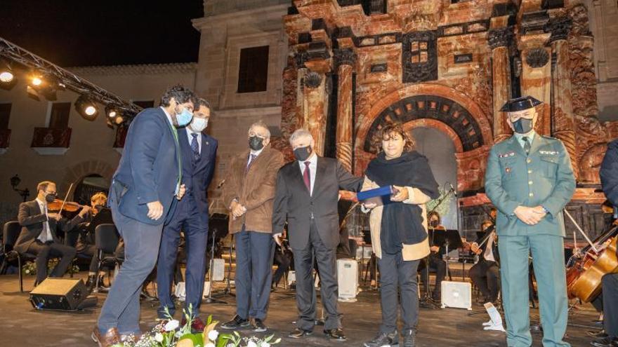 El 'nuevo' pórtico de la Basílica de Caravaca se estrena homenajeando a las víctimas del covid