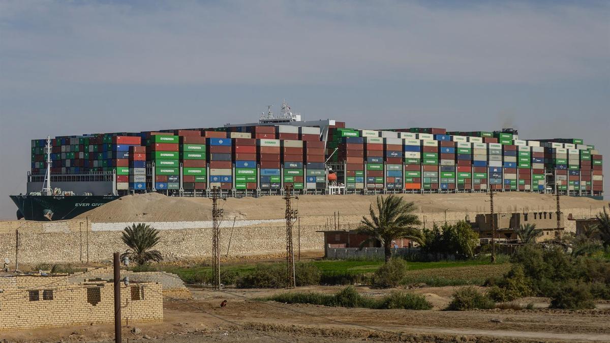 El buque 'Ever Given' tras ser desencallado en el Canal de Suez.