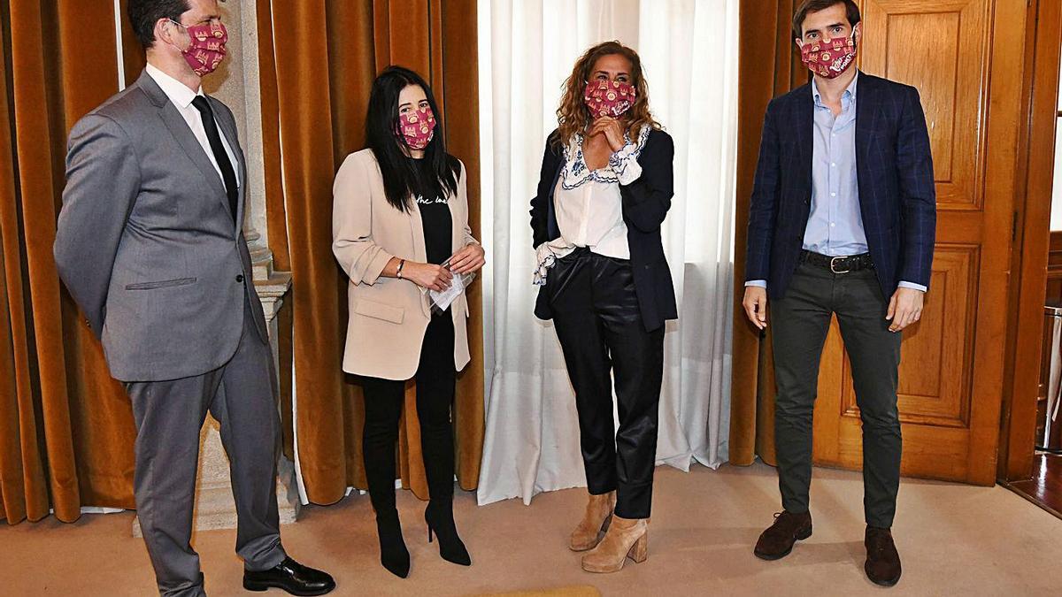 Enrique Mariño, Lupe Murillo, Carmela Silva y Gorka Gómez (de izq. a der.) en la recepción. |  // G. SANTOS