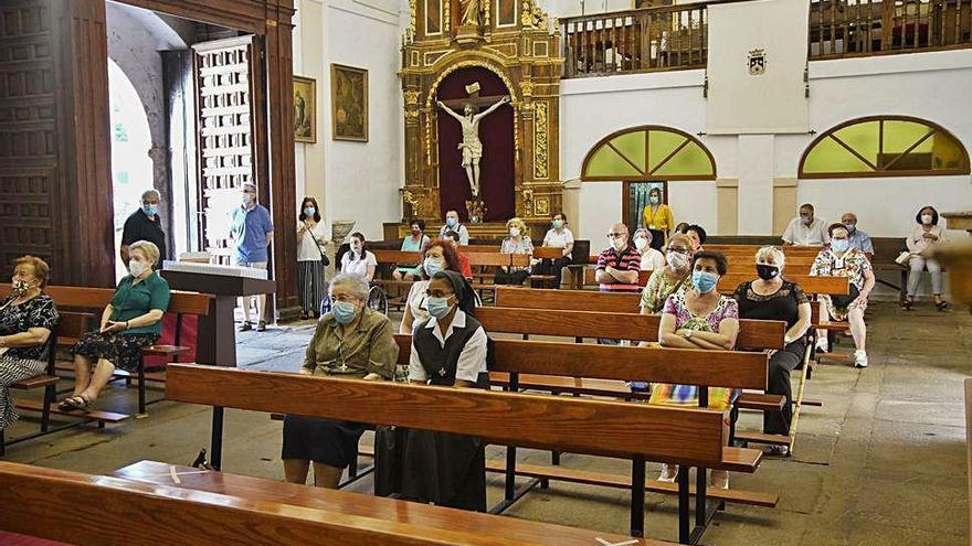 Rosario y oración por los difuntos en la Cofradía del Carmen de San Isidoro