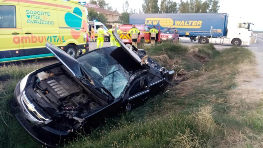 Herida grave una mujer tras colisionar con un camión en la Nacional-430