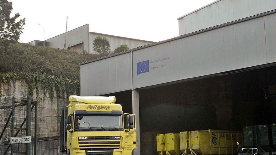 Vilanova impugnará el nuevo contrato de la basura si se agrupan los contenedores