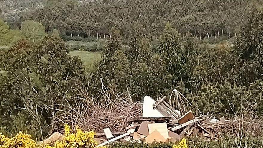 Alertan de vertidos incontrolados en terrenos de Coteimil