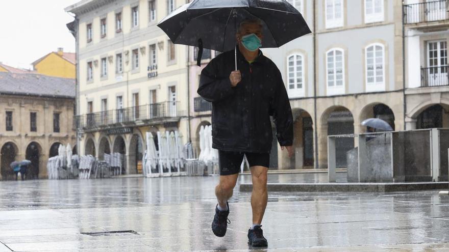 El verano se le resiste a Asturias: este fin de semana, sin mascarilla pero con paraguas en exteriores