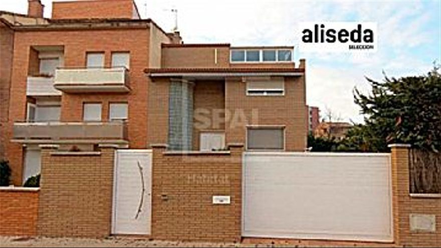 476.400 € Venta de casa en Manresa, 4 habitaciones, 3 baños...