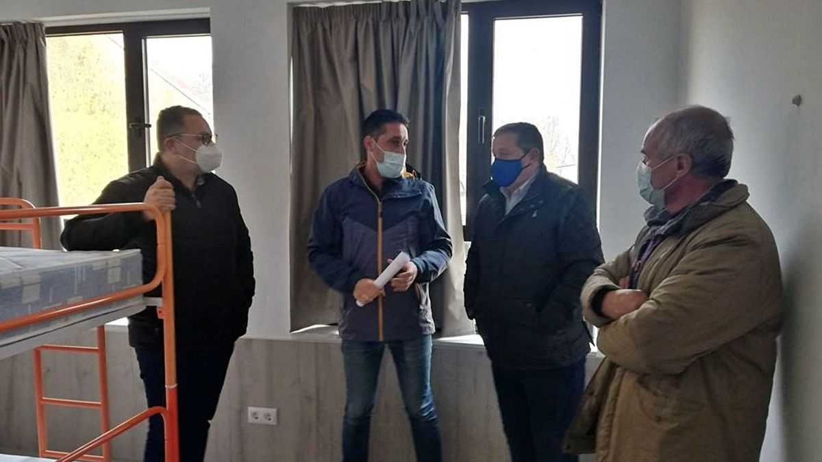 Prada, López, Faúndez y Martín, en el albergue de peregrinos de Fonfría. | Chany Sebastián